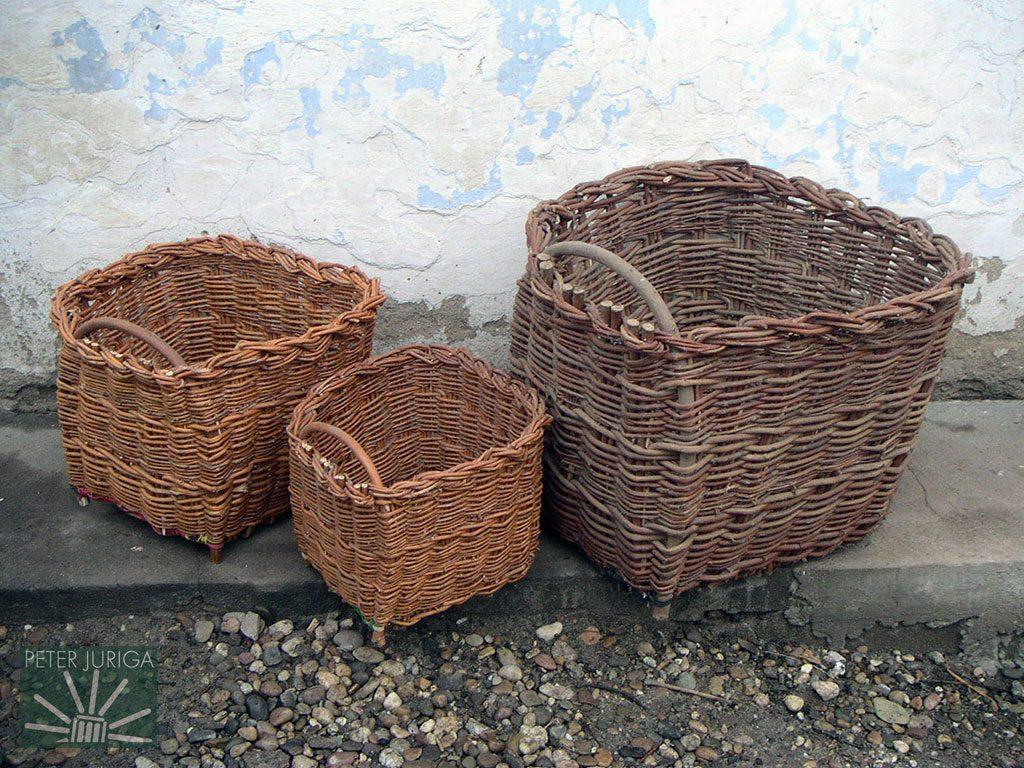 0f012cfdb Hranaté prútené košíky zo Súdoviec, 6 km severne od Dudiniec. Spôsob  pletenia pochádza z