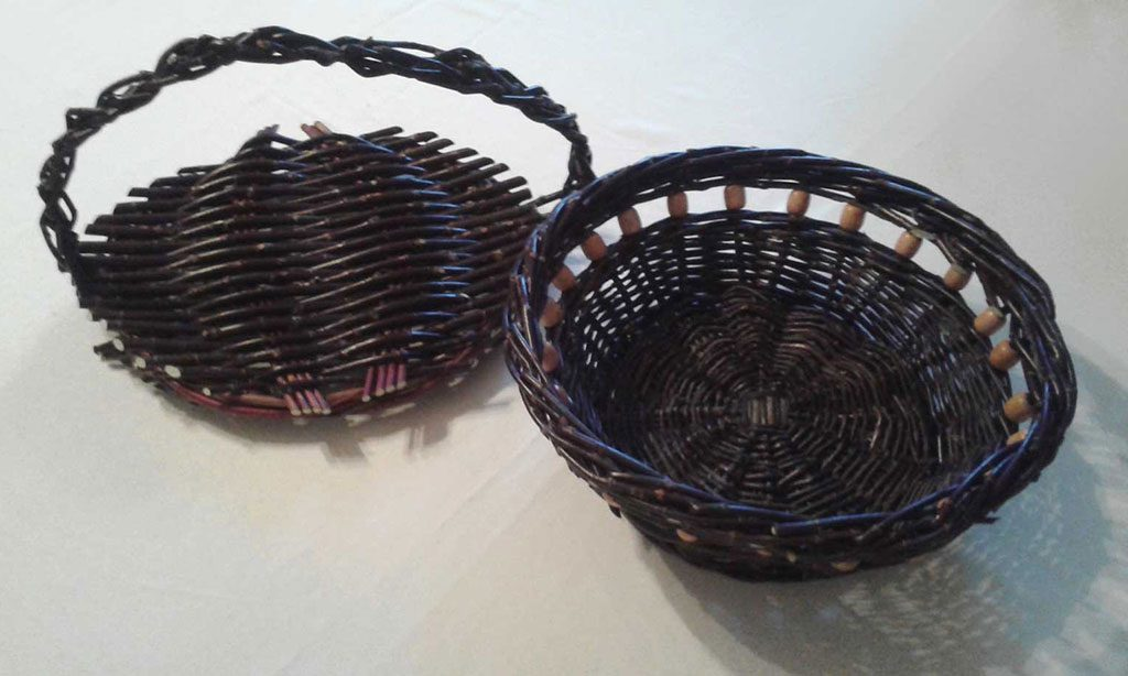 Karolínine košíky ktoré urobila z prvej úrody čiernej vŕby Salix Nigricans | foto K. Jursíková