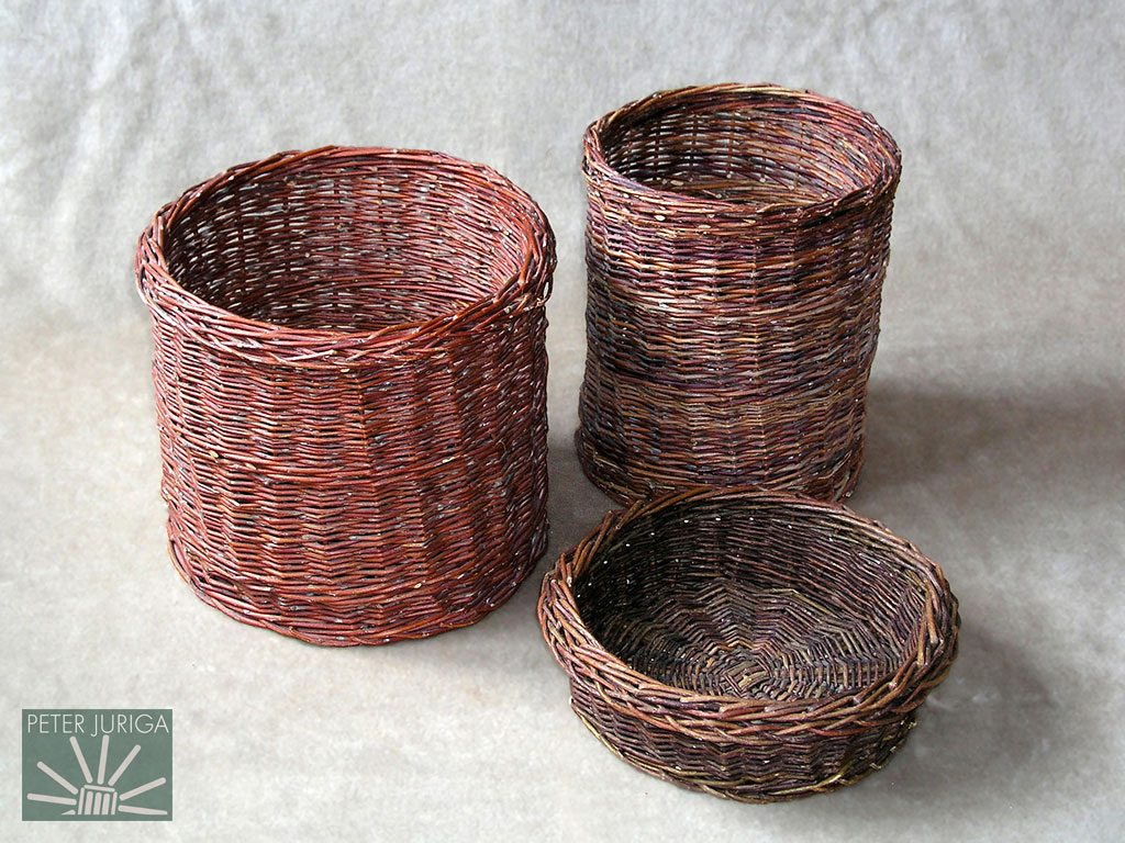 1992 Schopnosť hľadať vhodné prútie a zručnosť pletenia som zdokonaľoval na takýchto košíkoch. Mal som rád veľmi jednoduché tvary bez zbytočného prikrášľovania | Peter Juriga