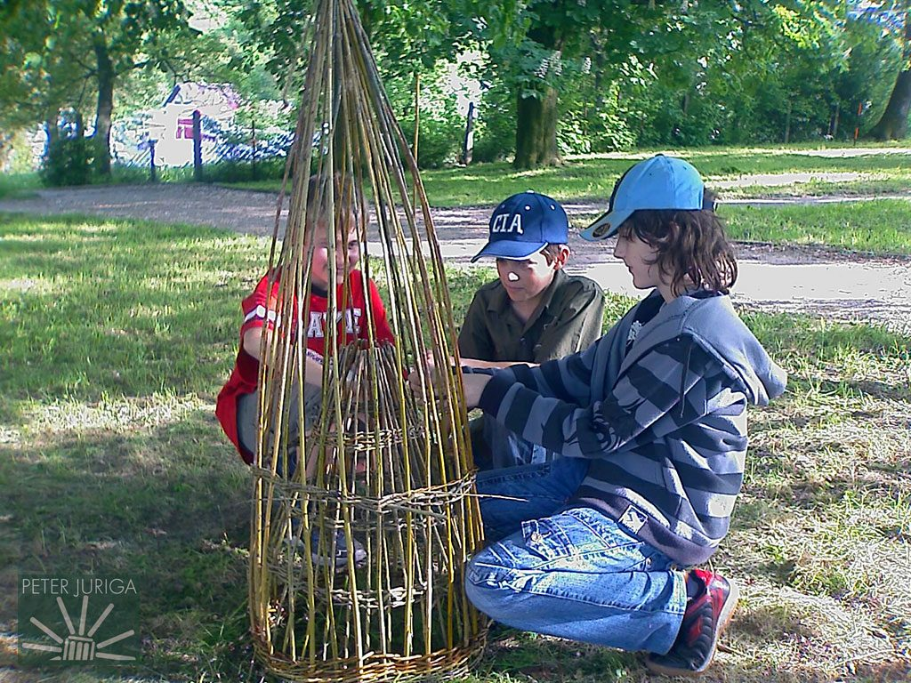 Z pletenia vrše - starobylého nástroja na chytanie rýb | Peter Juriga 2008