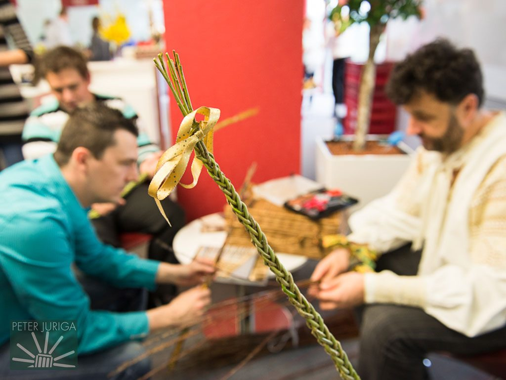Pletenie korbáčov v spoločnosti Generali | Peter Juriga | foto: Halasz 2014