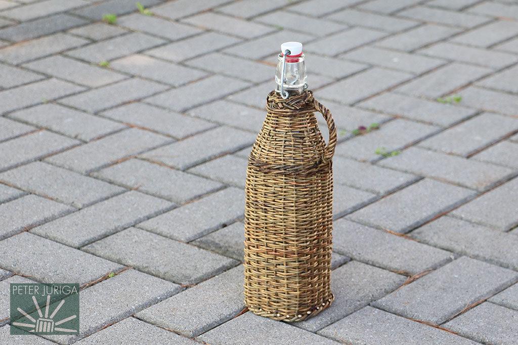 Ako nadstavbový kurz si môžete zvoliť aj opletanie fľaše alebo menšieho demižóna.